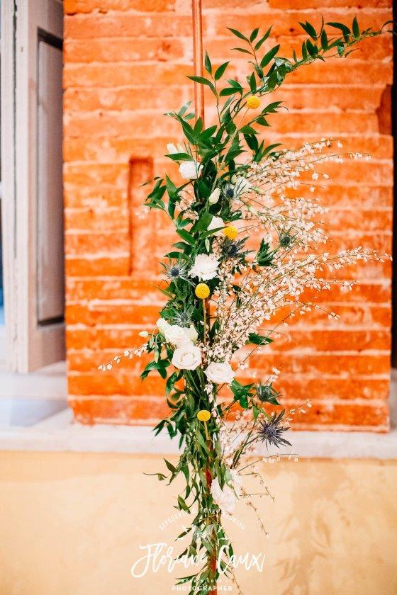 Détails fleurs arche de cérémonie Mariage