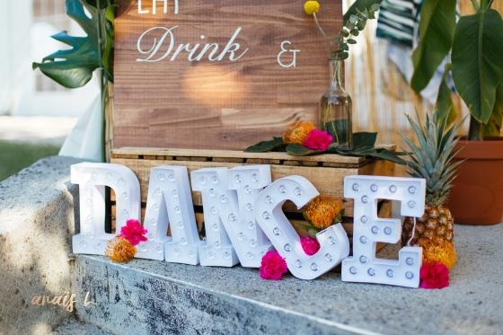 Décoration tropicale entrée de salle mariage Toulouse