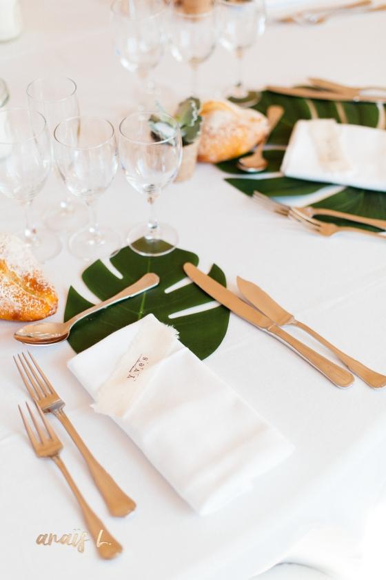 marque place sur tissus mariage décoration tropicale