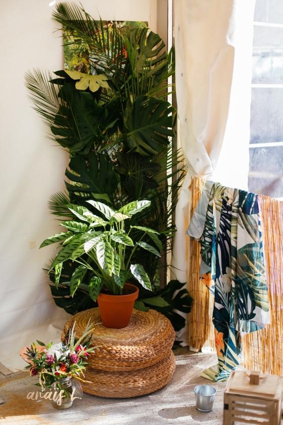Décoration entrée de salle mariage tropical